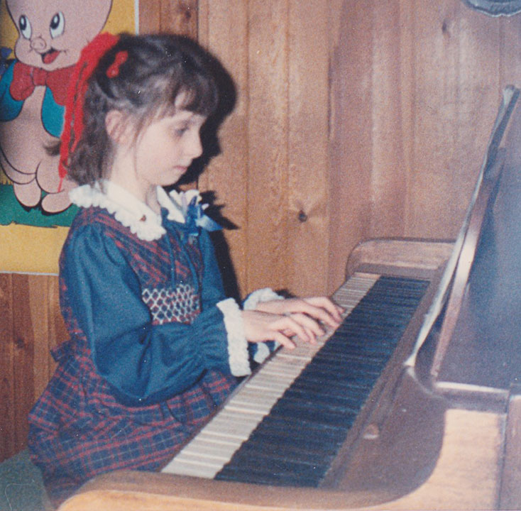 Carrie_piano_1985_web_res